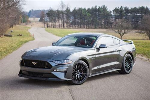 2. Ford Mustang (doanh số: 116.954 chiếc).