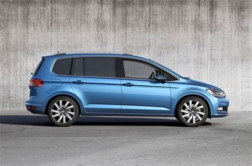 7. Volkswagen Touran (doanh số: 162.581 chiếc).