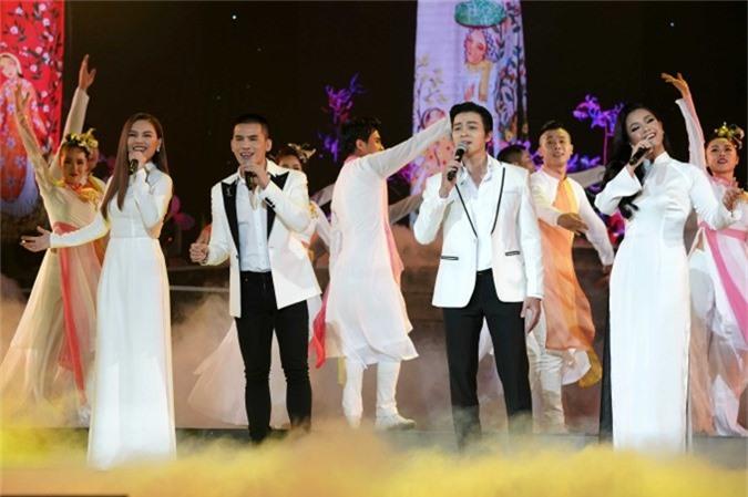 Giang Hồng Ngọc - Quốc Thiên - Lân Nhã - Phương Vy hoà giọng cùng nhau với Gọi tên bốn mùa - sáng tác Trịnh Công Sơn.