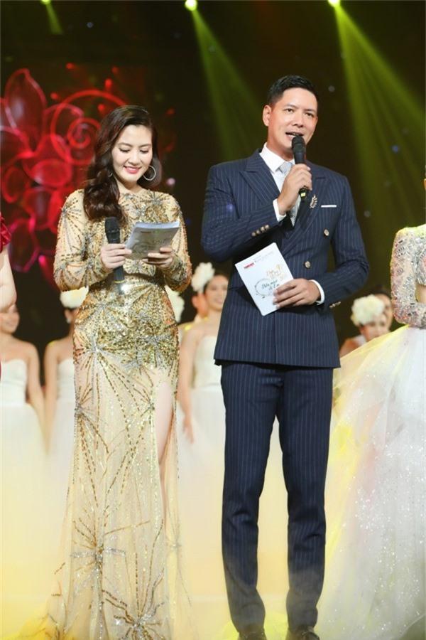 Ngọc Lan và Bình Minh đảm nhận dẫn dắt chương trình.