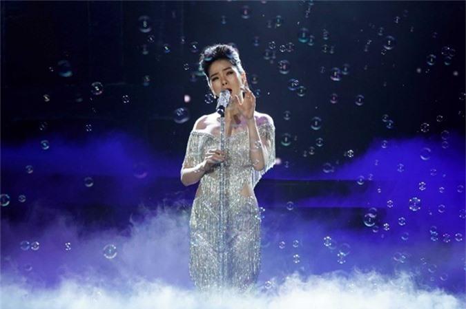 Lệ Quyên hát Đêm đông với chất giọng mộc mạc, giản dị, để lại nhiều cảm xúc cho khán giả.