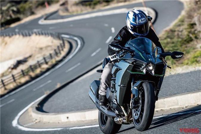 """Kawasaki Ninja H2 tiếp tục đứng đầu bình chọn """"Cỗ máy năm 2018"""". """"Siêu phẩm"""" Ninja H2 của Kawasaki tiếp tục đứng đầu trong số 46 mẫu xe trong bình chọn """"Cỗ máy của năm (MOTY)"""" tại quê nhà. (CHI TIẾT)"""