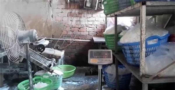 Bún sản xuất trong môi trường không đảm bảo vệ sinh và sử dụng hóa chất