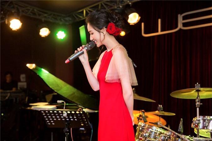 Á hậu Hà Thu trở lại bolero với album Nàng xuân - ảnh 1