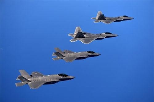 F-22 và F-35 sẽ là xương sống của không quân Hoa Kỳ trong tương lai (Ảnh Seapower)