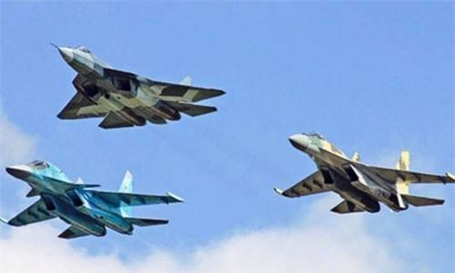 Su-57, Su-34 và Su-35 trong Lễ duyệt binh trên Quảng trường Đỏ (Ảnh Defence.pk)