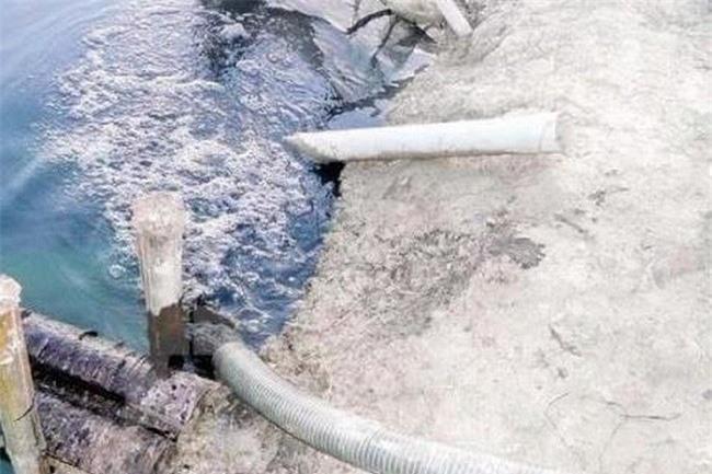Công ty CP XNK Phương Đông (Mỹ Hào, Hưng Yên) xả thải gây ô nhiễm nguồn nước (Ảnh:TL)