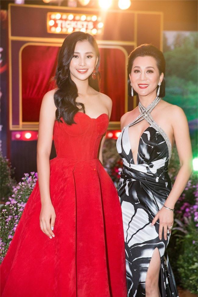 Hoa hậu Tiểu Vy bất ngờ diện đầm khoe ngực đầy nóng bỏng - Ảnh 7.