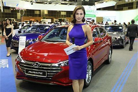 Hyundai Elantra 2019 thiết kế tuyệt đẹp cập bến thị trường Đông Nam Á, đối đầu Mazda 3. Mới đây, mẫu xe Hyundai Avante (tại Việt Nam có tên gọi là Elantra) đã có mặt tại thị trường Đông Nam Á thông qua triển lãm Singapore Motor Show 2019. Đây được xem là đối thủ đáng gờm của Mazda 3. (CHI TIẾT)
