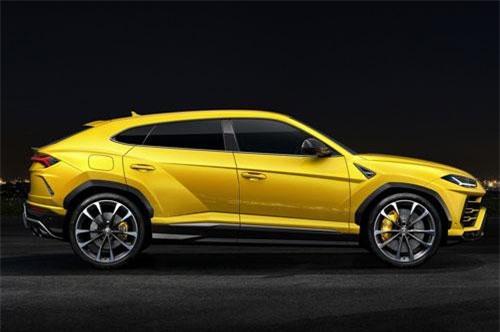 1. Lamborghini Urus (vận tốc tối đa: 305 km/h).