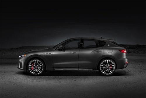 2. Maserati Levante Trofeo (vận tốc tối đa: 304 km/h).