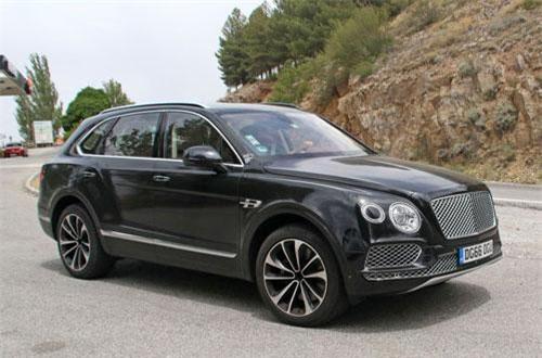 3. Bentley Bentayga (vận tốc tối đa: 301 km/h).