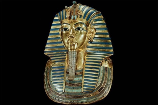 Loi giai chan dong ve cha me cua Pharaoh Tutankhamun
