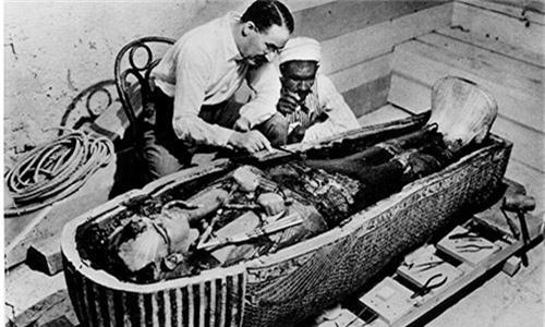 Loi giai chan dong ve cha me cua Pharaoh Tutankhamun-Hinh-10