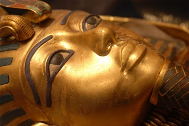 Loi giai chan dong ve cha me cua Pharaoh Tutankhamun-Hinh-2