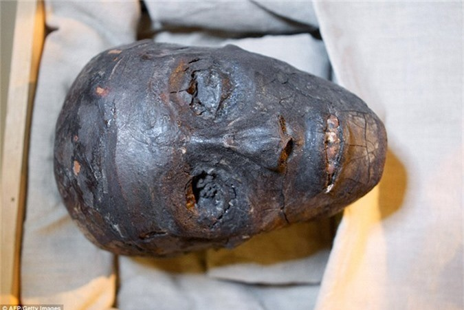 Loi giai chan dong ve cha me cua Pharaoh Tutankhamun-Hinh-5