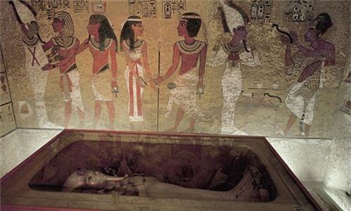 Loi giai chan dong ve cha me cua Pharaoh Tutankhamun-Hinh-7
