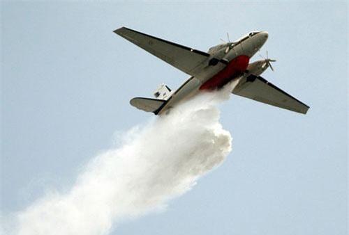 Máy bay trang bị công nghệ phun mưa nhân tạo tại Thái Lan. (Ảnh: AP)