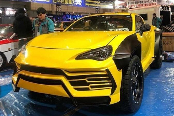 Sinh viên tự chế siêu xe Lamborghini Urus bán tải 'kịch độc'. Chiếc siêu xe bán tải này không được phát triển dựa trên một chiếc siêu xe Lamborghini Urus