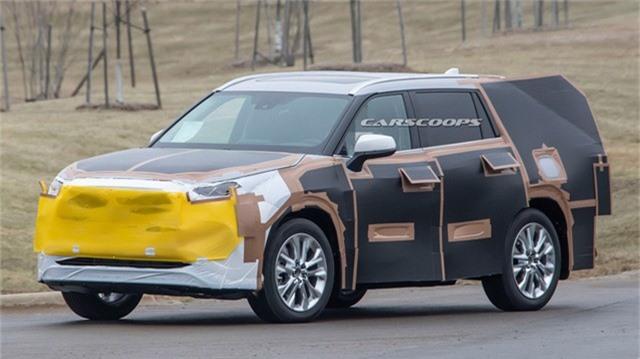Toyota Highlander 2020 nhắm mục tiêu lật đổ Ford Explorer mới. Với việc Ford đã trình làng thế hệ Explorer mới, Toyota cũng đang rất háo hức làm mới đội hình SUV cỡ trung bằng phiên bản 2020 của Highlander. (CHI TIẾT)