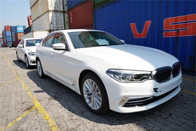 BMW 5-Series 2019 chốt ngày ra mắt tại Việt Nam, giá dự kiến từ 2,389 tỷ đồng. BMW 5-Series 2019 chuẩn bị ra mắt với 2 phiên bản, hứa hẹn khuấy động phân khúc sedan hạng sang cỡ trung tại Việt Nam cùng Mercedes-Benz E-Class, Audi A6 và Lexus ES 250. (CHI TIẾT)