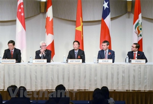 Bộ trưởng Bộ Công thương Trần Tuấn Anh tham dự buổi họp báo sau cuộc họp đầu tiên của Hội đồng CPTPP. (Ảnh: Vietnam+)