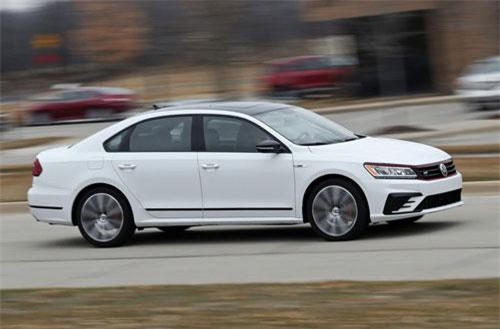 7. Volkswagen Passat (doanh số: 440.949 chiếc).