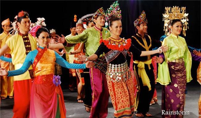 Malaysia là một quốc gia đa văn hoá, có nền tảng từ Trung Quốc và Ấn Độ.