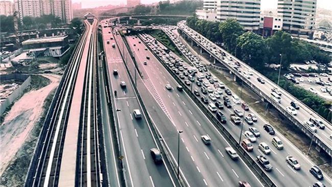 Tổng chiều dài đường cao tốc Malaysia dài hơn chu vi Trái đất