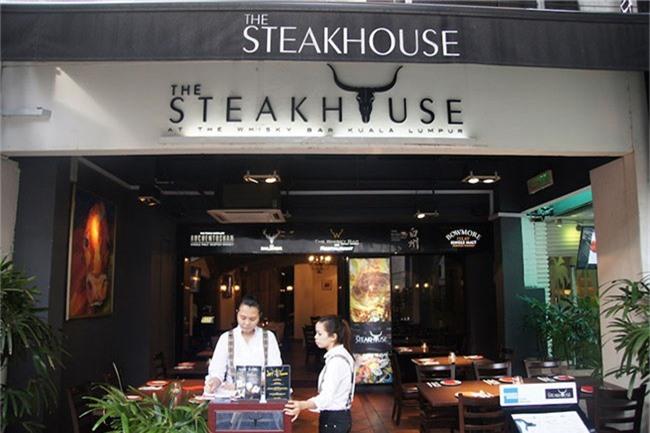 Đừng ngạc nhiên nếu bạn đến nhà hàng steak nhưng lại chỉ được phục vụ thìa và dĩa.