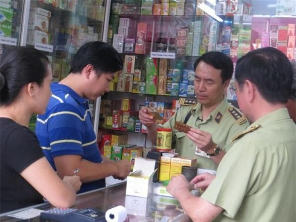 Cán bộ QLTT TP.HCM kiểm tra phát hiện nhiều lô thuốc tây nhập ngoại không có hóa đơn, chứng từ...