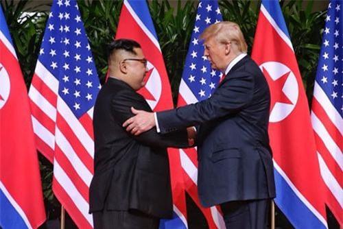 Chủ tịch Triều Tiên Kim Jong-un (trái) và Tổng thống Mỹ Donald Trump. (Ảnh: Yonhap)