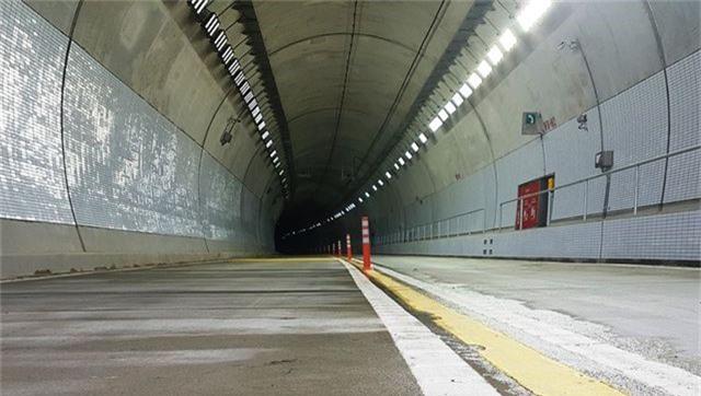 Chỉ mất 6 phút để qua hầm xuyên núi nối Bình Định - Phú Yên - 6