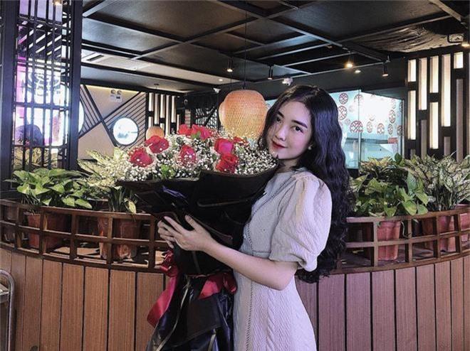 Giữa bão chiến thắng, Hà Đức Chinh vẫn không quên gửi hoa tặng sinh nhật bạn gái - Ảnh 2.