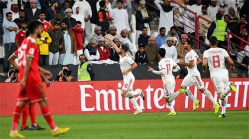 Iran đánh bại Oman để vào tứ kết.