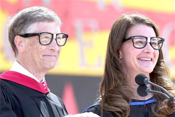 Năm 2010, Vợ chồng Bill Gates thành lập quỹ từ thiện Bill & Melinda và đã sử dụng hàng tỷ USD để giúp phát triển giáo dục, y tế trên toàn cầu. Nằm 2016, quỹ này đã đóng góp 2 tỷ USD cho các hoạt động liên quan đến sức khỏe và giáo dục. Tháng 11/2017, Bill Gates tiếp tục đầu từ 50 triệu USD vào nghiên cứu phương thức chữa bệnh Alzheimer. Tính đến cuối năm 2017, quỹ từ thiện của vợ chồng Bill Gates đã quyên góp hơn 4,78 tỷ USD cho các dự án từ thiện do Quỹ Bill & Melinda Gates quản lý.