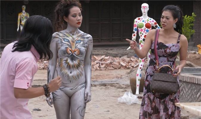 quang teo va mau nude body painting gay phan cam trong hai tet: su that nga ngua hinh anh 4
