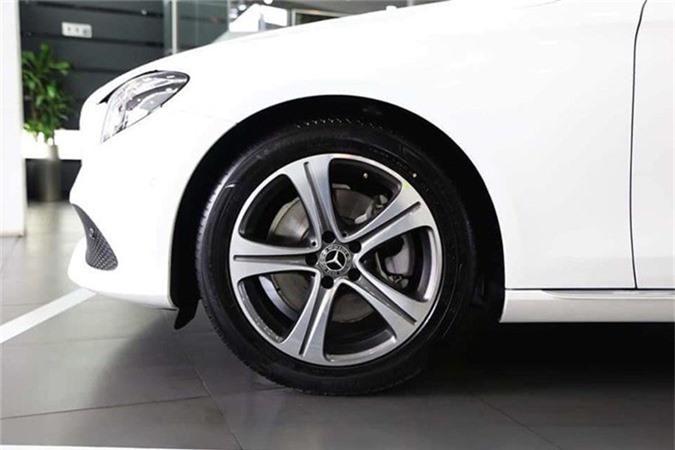 Can canh Mercedes-Benz E-Class 2019 hon 2 ty tai Viet Nam-Hinh-7