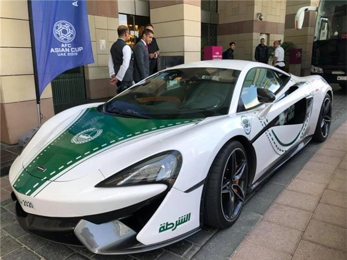 siêu xe hộ tống đội tuyển Việt Nam, đội tuyển Việt Nam, siêu xe, Asian Cup 2019, McLaren 570S, BMW i8, Aston Martin Vantage V8, Ferrari 488 GTB
