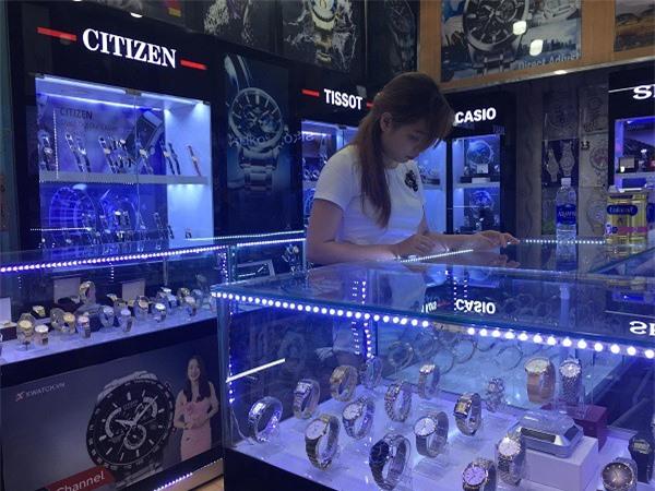 Nhiều người coi đồng hồ fake như một sự có mặt hiển nhiên trên thị trường mà không nhận ra những mối nguy hại tiềm ẩn.