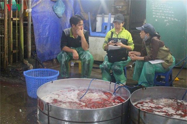 Chợ cá lớn nhất Hà Nội nhộn nhịp trước lễ ông Công ông Táo - Ảnh 9.