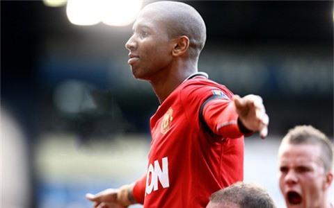 Young là trường hợp hiếm hoi giữ được vị trí trong những năm sóng gió vừa qua tại Man United