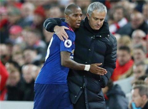 ... lẫn ông thầy khó tinh Jose Mourinho