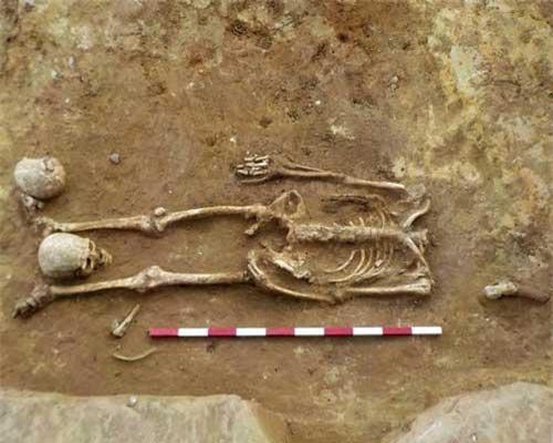 Phát hiện nhiều bộ xương không bị chặt đầu bên trong một di tích thời La Mã.
