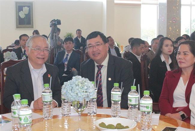 Ông Đinh Minh Quý (bên trái), Chủ tịch Hiệp hội Doanh nghiệp tỉnh Lâm Đồng dự Hội nghị kết nối giao thương doanh nghiệp Lâm Đồng - Thái Lan (Ảnh: VH)