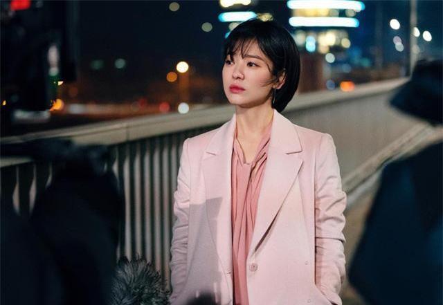 Hình ảnh Song Kye Kyo trẻ trung trong bộ phim Encounter.