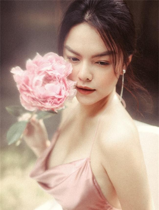 Quyết tâm rũ bỏ hình ảnh buồn bã, Phạm Quỳnh Anh khoe nhan sắc ngày càng mặn mà - Ảnh 8.