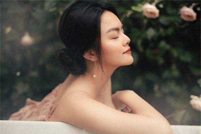 Quyết tâm rũ bỏ hình ảnh buồn bã, Phạm Quỳnh Anh khoe nhan sắc ngày càng mặn mà - Ảnh 10.