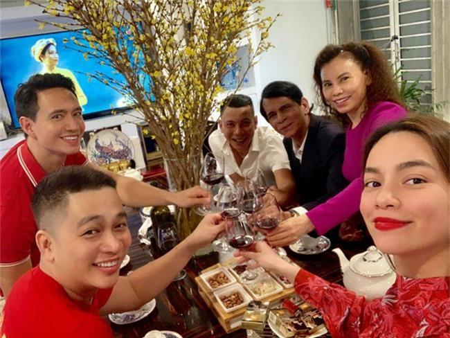 Trong lúc Hà Hồ quây quần bên Kim Lý, Cường Đô la dành trọn ngày đầu năm bên Đàm Thu Trang - Ảnh 3.