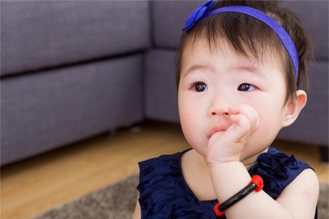 Cha mẹ sẽ ngừng ngay việc sơn thử 1, 2 ngón tay của con cho vui nếu biết được những điều này - Ảnh 1.
